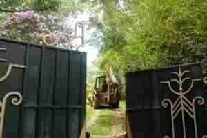 Polícia escava terreno de templo macabro em Gravataí. Foto: Alina Souza/CP