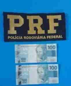 PRF apreendeu duas notas falsas durante abordagem em Santo Antônio Patrulha | Foto: Polícia Rodoviária Federal / Divulgação / CP