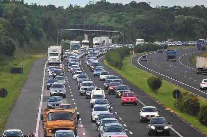 92,5 mil veículos trafegaram na freeway apenas na terça-feira | Foto: Fabiano do Amaral / CP Memória