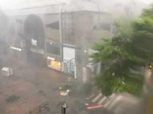 Temporal atingiu a Capital com ventos de 80km/h - Foto: Laura Gross