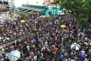 Foliões lotaram as ruas da República e Lima e Silva. Foto: Alina Souza/CP
