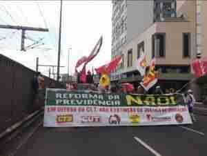 Centrais sindicais realizam protesto em Porto Alegre. Foto: Jéssica Moraes/Rádio Guaíba
