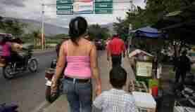 Em busca de uma vida melhor, milhares de venezuelanos têm cruzado as fronteiras com os países vizinhosFoto: UNHCR/Boris Heger/Nações Unidas