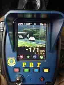Veículo é flagrado a 171 km/h na freeway | Foto: Polícia Rodoviária Federal / Divulgação / CP
