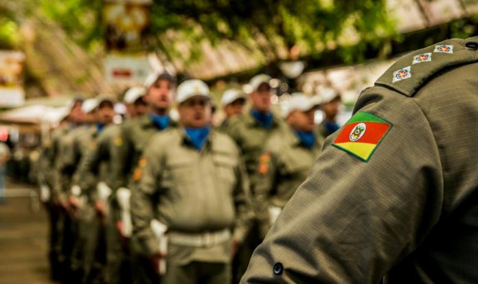 BM e Bombeiros vão protestar em Porto Alegre./ Foto: Éverton Ubal/PM