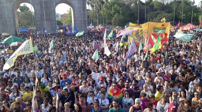 Milhares de pessoas participam de ato contra Bolsonaro em Porto ... 296888ef72376