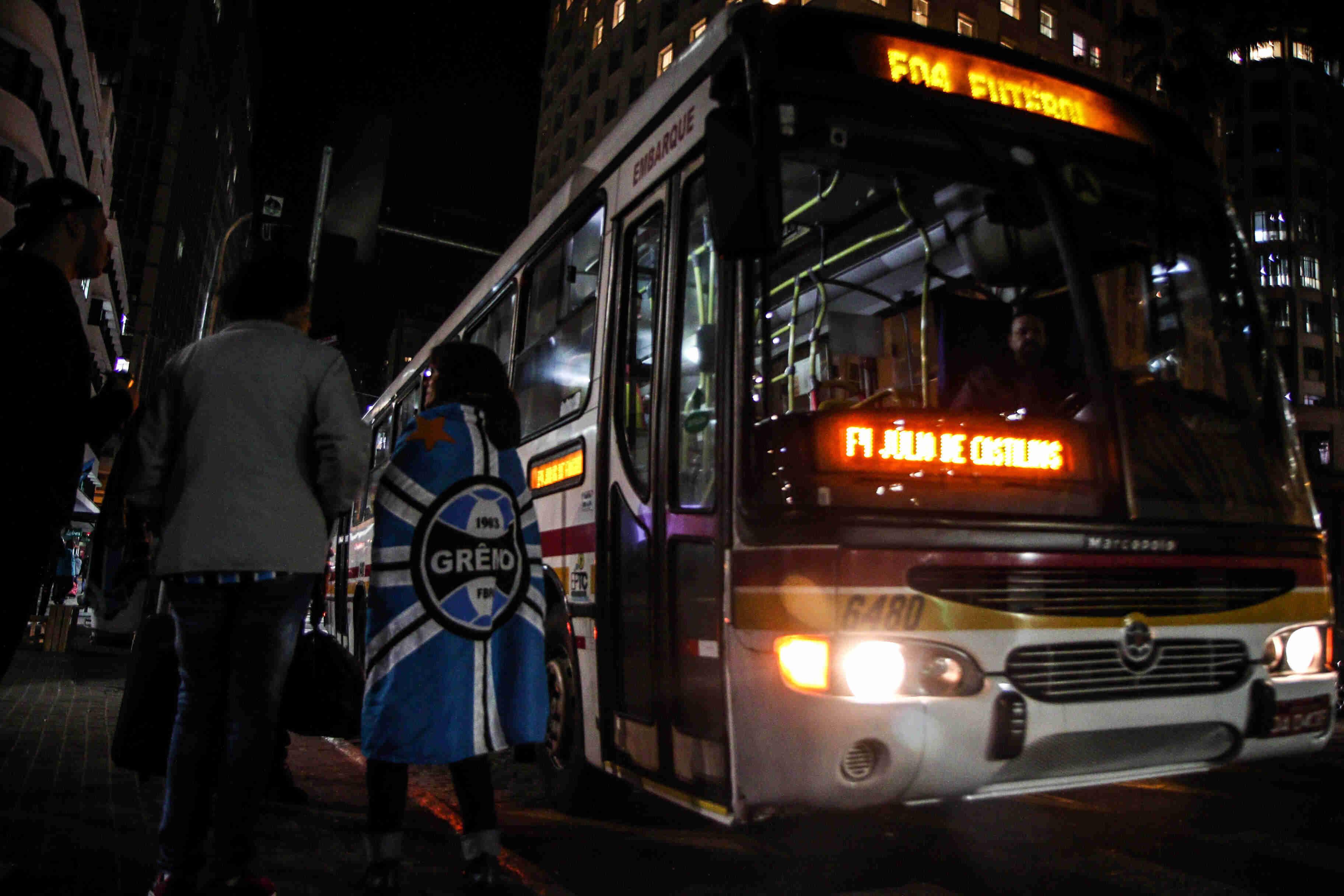 Doze ônibus atendem torcida do Grêmio, hoje, para jogo ...