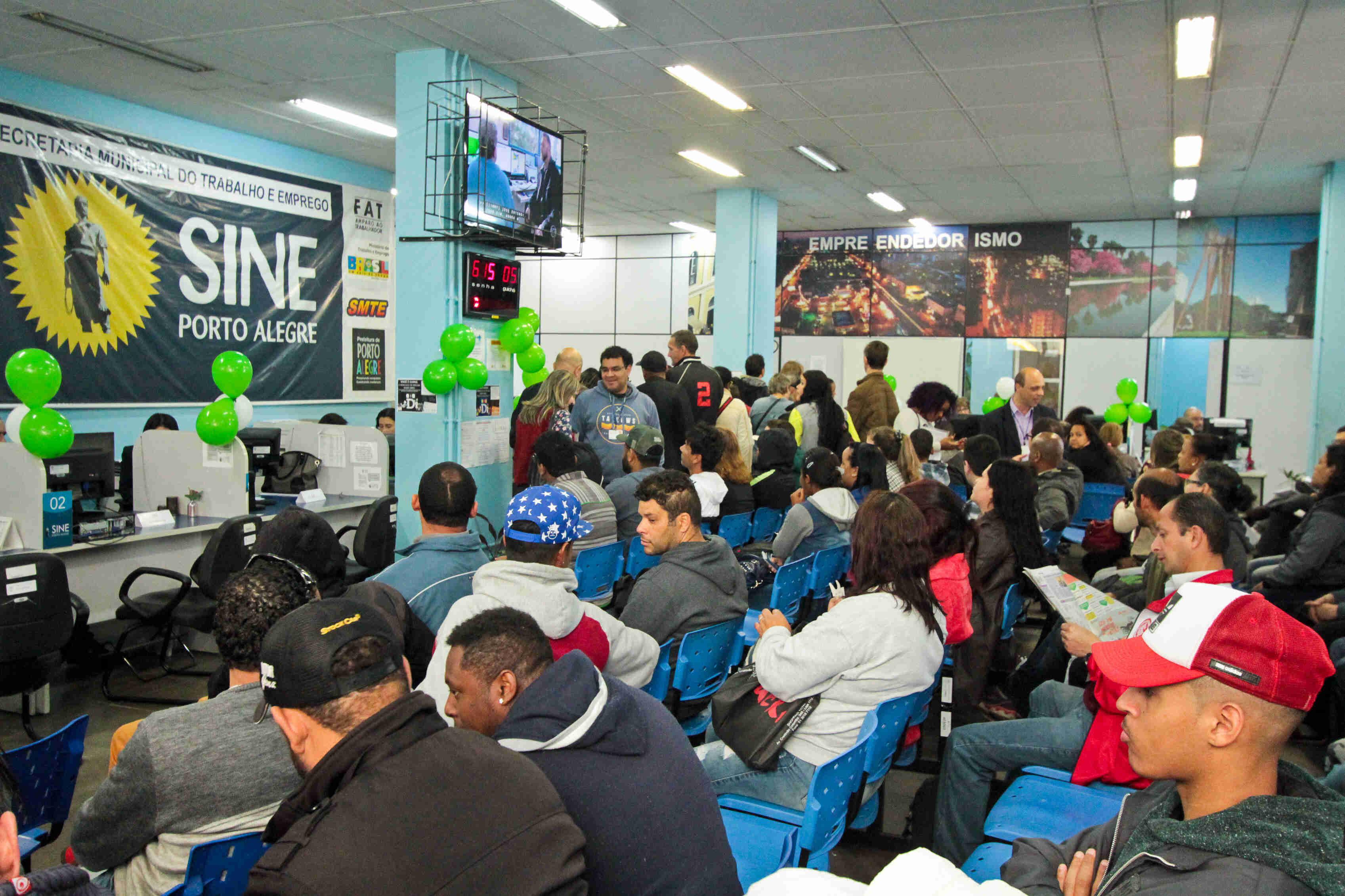 Sine de Porto Alegre oferece 385 vagas para pessoas com deficiência - Radio  Guaíba 832ec6ec380e2