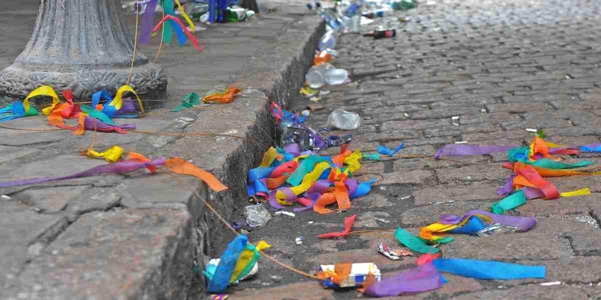 Moradores da Cidade Baixa reclamam de lixo deixado após carnaval ... 2c07dedfabf22