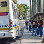 ônibus comtu corredor passagem