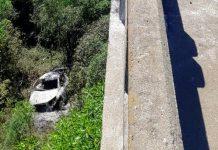 Carro pegou fogo após cair de ponte em Bagé | Foto: Divulgação/PRF-RS