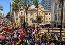 Milhares de servidores protestam contra o pacote de Eduardo Leite em frente à Secretaria da Fazenda | Foto: Alina Souza/Correio do Povo