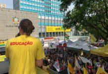Professores e demais servidores se encontraram em ato na Praça da Matriz | Foto: Alina Souza/Correio do Povo