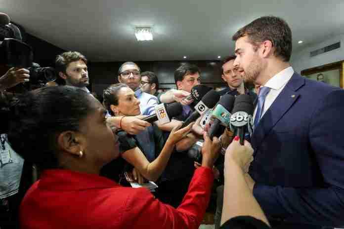 Eduardo Leite comentou processo de adesão ao Regime de Recuperação Fiscal do governo federal   Foto: Gustavo Mansur/Palácio Piratini