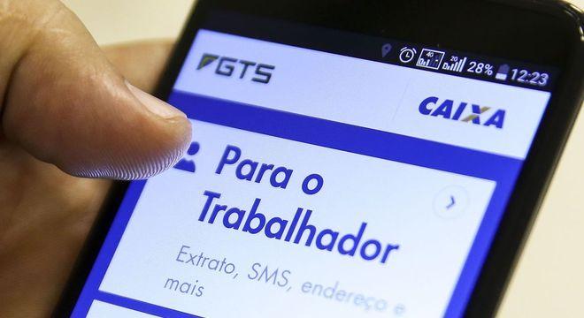 Caixa orienta o resgate por meio do aplicativo FGTS | Foto: Marcelo Camargo/Agência Brasil