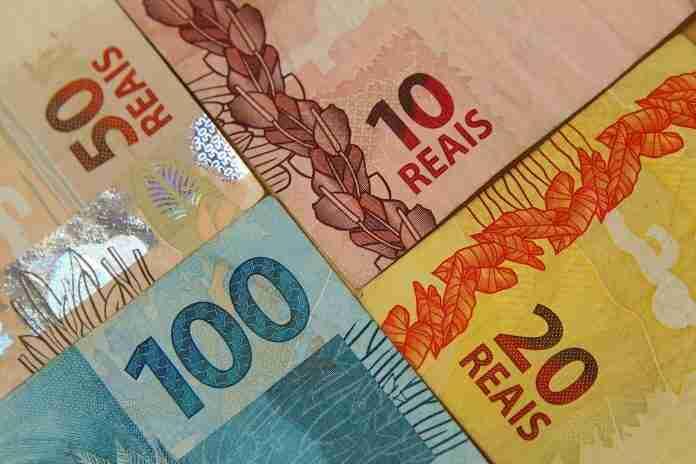 Brasileiros voltaram a buscar segurança em opções mais conservadoras, como a poupança e o Tesouro Direto.   Foto: Marcos Santos/USP Imagens/CP