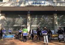 Agentes penitenciários protestaram em frente à sede do Banrisul | Foto: Divulgação/Amapergs