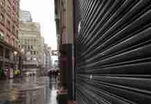 Decreto da Prefeitura restringe atuação de lojistas em Porto Alegre | Foto: Mauro Schaefer/CP