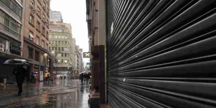 Decreto da Prefeitura restringe atuação de lojistas em Porto Alegre   Foto: Mauro Schaefer/CP
