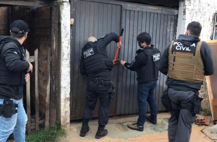 Operação contra o tráfico de drogas cumpriu mandatos nas cidades de Gravataí, Cachoeirinha e Porto Alegre | Foto: Divulgação/Polícia Civil